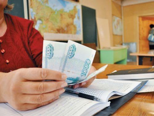 """Минобразование считает, что в школах Крыма необходимо официально ввести сбор денег с родителей школьников  http://www.newc.info/news/21056/  Правительство Крыма считает недопустимым """"хождение"""" наличных денег по школе, для этого необходимо создавать попечительные советы."""