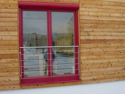Absturzsicherung Drahtseile vor Fenster