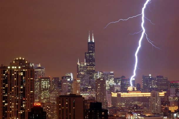 i love me some chicago storm from my bedroom...