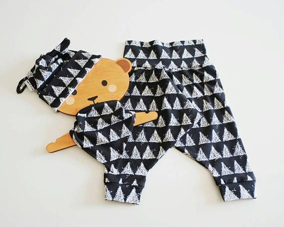 Introducing our organic cotton jersey baby gift set - including harem pants, bunny ear hat and bandana bib in a gorgeous graphic black and white triangle print - perfect for both boys and girls and all you monochrome lovers! This clothing set makes the perfect newborn baby gift, but is also available in larger sizes.  Available in sizes newborn, 3-6 months, 6-12 months, 12-18 months and 18-24 months.  Made from the highest quality organic fabric, which is super soft and kind to your babies…
