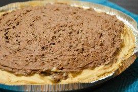 Nepečený koláč s arašídovou náplní a čokoládou