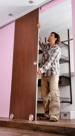 Für den begehbarer Kleiderschrank sind Schiebetüren perfekt. Wir zeigen, wie man sie bauen kann. #heimwerken #Bauanleitung #Holz