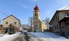 Kostel Nanebevzetí Panny Marie s barokní farou v Boroticích