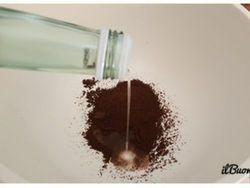 Con l'arrivo del primo caldo purtroppo arrivano anche fastidiosi animaletti in giro per casa, le formiche. Non è certo piacevole andare in cucina la mattina e vedere che una scia di formiche che passeggia beatamente tra il contenitore dello zucchero e quello del caffè. Magari la sera prima abbiam...
