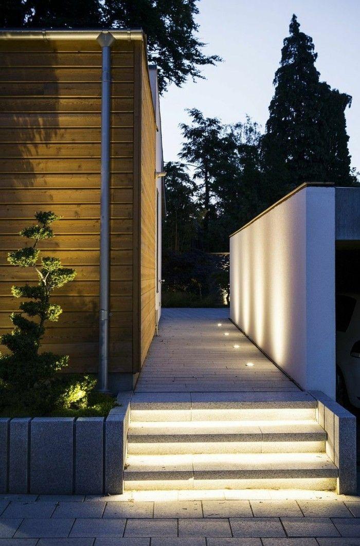 Simple Die LED Lichtleiste bietet eine vielseitige Beleuchtung in der Wohnung dar Das ist eine attraktive und praktische Beleuchtungsart welche berall in der
