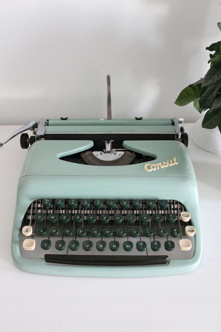 Consul retro mint  light turquoise working portable typewriter with original…