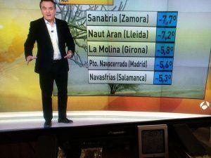 Navasfrías marca de nuevo la séptima mínima temperatura de España según la Agencia Estatal de Meteorología - AEMET. Navasfrías se colocó de nuevo ayer entre las 10 localidades más frías del país con una temperatura de 8.2 grados negativos en la medición hecha a las 06am además un total de 6 de las mínimas del país corresponden a Castilla y León.
