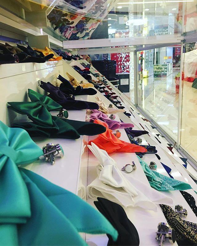 Pentru o varietate de accesorii te așteptăm pe site-ul nostru www.onore.ro sau direct în showroom - Winmarkt Ploiești!       #papioane #cravate #butoni #accesorii #accesoriinunta #ploiesti #winmarkt #bowtie #tie #menswear #lifestyle #photography #showroom #fashion #style #mensfashion  #romania  #Onore #InnobileazaTinutaDomnilor