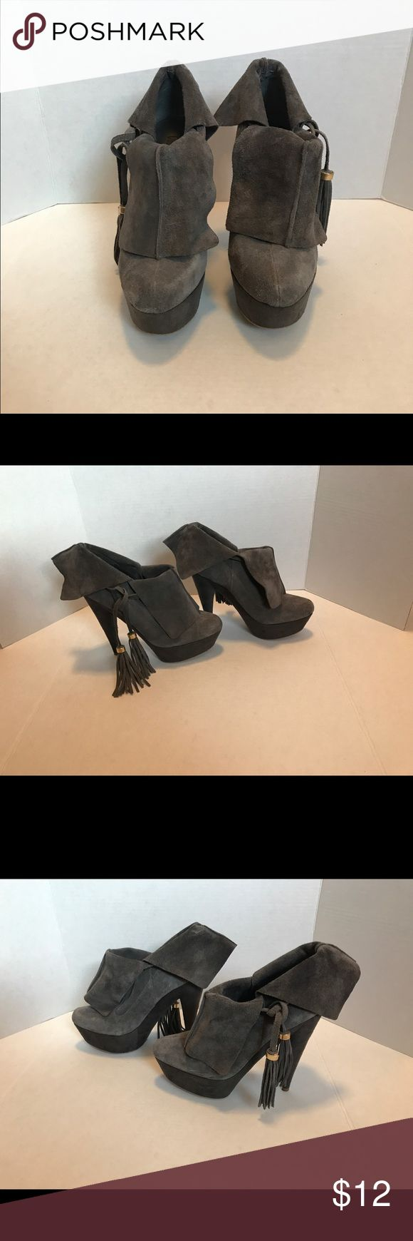 Colin Stuart Platform Heels with Tassels-Size 11 Colin Stuart Platform Heels with Tassels-Size 11. Please note any imperfections with the suede found in the pictures posted. These shoes are pre-owned. Colin Stuart Shoes Platforms