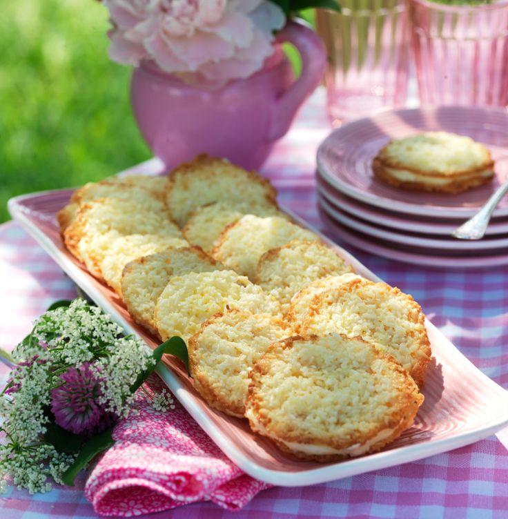 Frasiga kakor som är godast nybakta. Självklart kan du hoppa över fyllningen. Förvara dem i en burk med tättslutande lock, eller njut av dem genast.