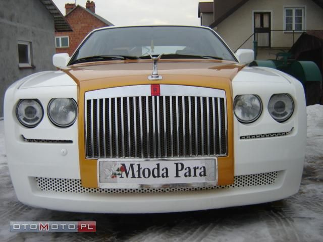 Epic Fail: BMW 750 transformed into a Rolls Royce Ghost! It's easy to impress or fool people with bad judgement, but this guy should get a diploma. He had the magnificent idea of turning an old BMW 7 Series (E32 generation) into a Rolls Royce and then put it for sale for the stunning amount of more than 55,000 euro.  If the Rolls Royce Ghost is...