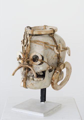 Crâne décoré, île de Nouvelle-Géorgie, îles Salomon, Océanie, vers 1900, Paris, collection Liliane et Michel Durand-Desser © Photo François Doury