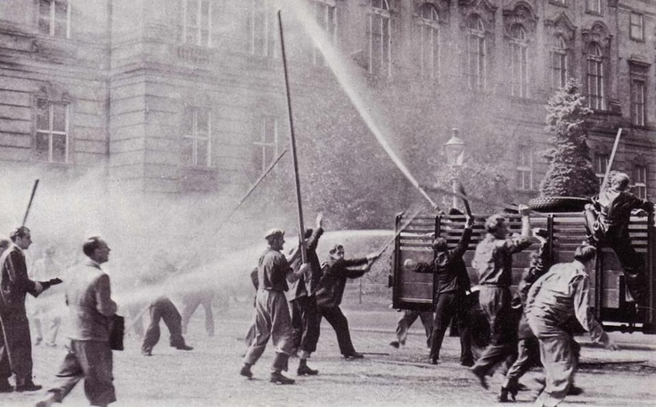 """Vienna  26. September 1950 am Ballhausplatz  kommunistische Putschversuch """"Oktoberstreiks"""""""