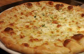 La recette de la pizza 4 fromages avec tous nos conseils pour bien réussir sa pizza maison : garniture variée et cuisson réussie