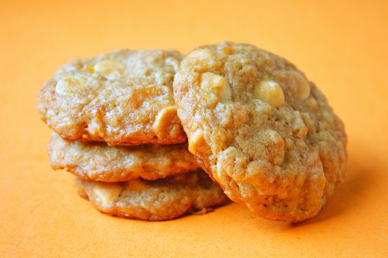 Yummy! Might have to try this. Oatmeal-apricot-wc-cookies: Cookie Monster, Chocolate Great, Apricots Recipes, Chocolate Recipe, Apricot Recipes, Chocolate Yummy