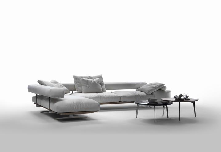 Divani, poltrone, letti. mobili senza tempo per case moderne e ...