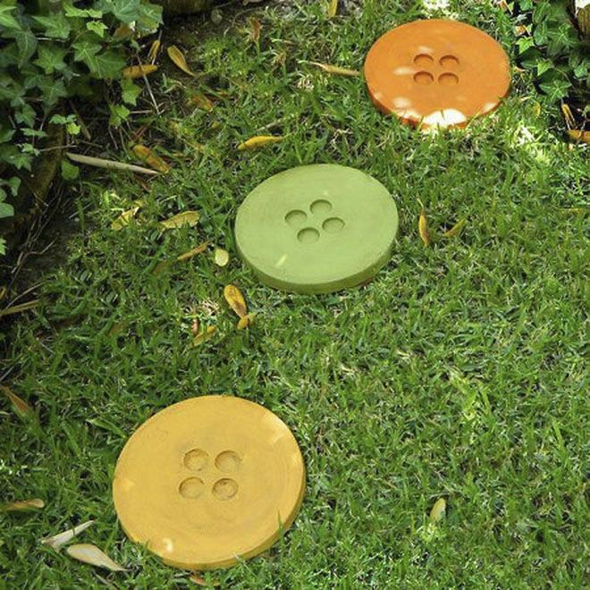diy garden decor ideas concrete stepping stones like big buttons