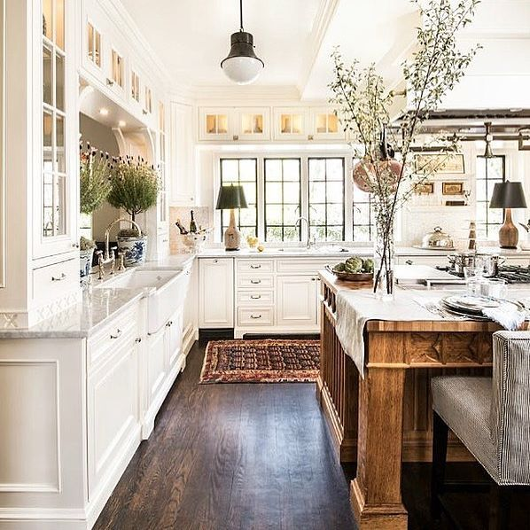 I just hosted my 5th Christmas party last night. 5th.  Needless to say, it left me dreaming of a larger kitchen. I've decided to dream about this one. @mmdesignconsultants via @atlantahomesmag