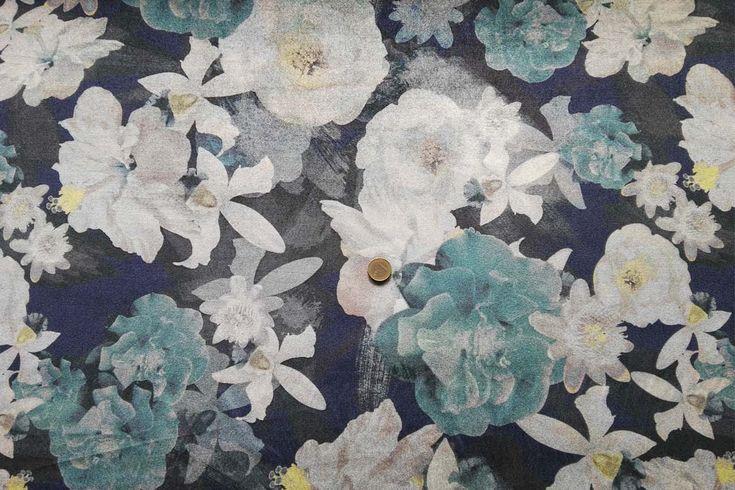 Tela punto aterciopelado con estampado de flores en fondo verde agua o rosa. Punto para vestidos con peso, gruesa y muy caída, de textura suave y agradable al tacto, con cierta elasticidad aportada por el porcentaje de Spandex que contiene la tela. Tela de punto ideal para la confección de vestidos, jerséis, faldas, y más.#punto #terciopelo #estampado #flores #rosa #verdeagua #pesado #grueso #suave #confección #vestidos #jerséis #faldas #tela #telas #tejido #tejidos #textil #comprar #online…