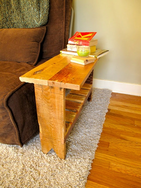 Pallet bench/table...would be perfect next to the love seat!