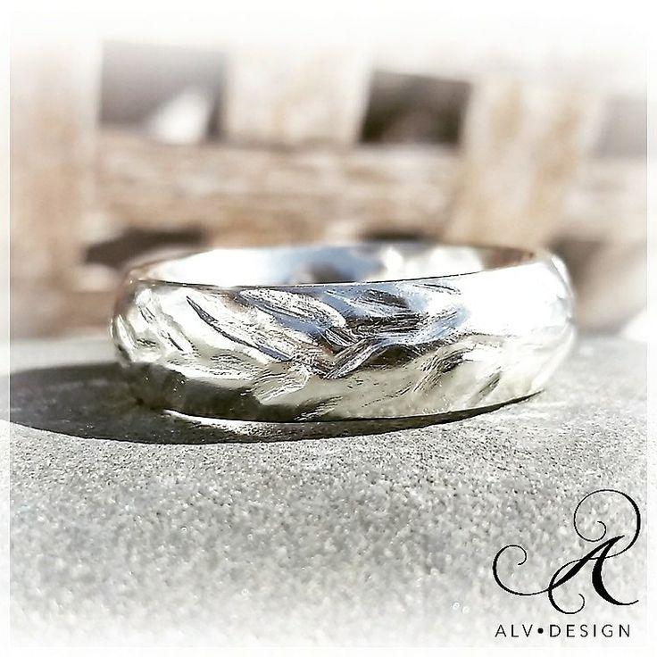 EVIG ♾ Ett vackert budskap, så tänkte jag när jag arbetade fram denna...  Handarbetad i klassiskt silver - en ring med former likt grenformationer. Välkommen att se mer www.alvdesign.se
