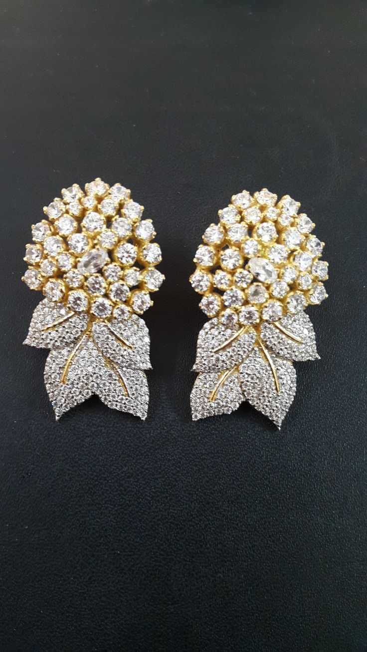 We expertise in high end Sterling Silver Jewelry. Facebook: https://www.facebook.com/pages/Amazing-Jewels/1535453186668481?ref=hl Email: amazingjewelsjpr@gmail.com Contact: 07742299893