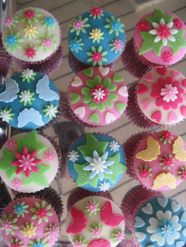 Cupcakes met marsepein versiering