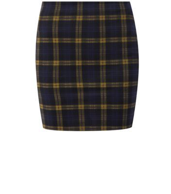Work check patterns into everyday casuals with this check tube skirt.- All over print- Bodycon fit- Stretch fabric- Elasticated waist- Skirt length: 17
