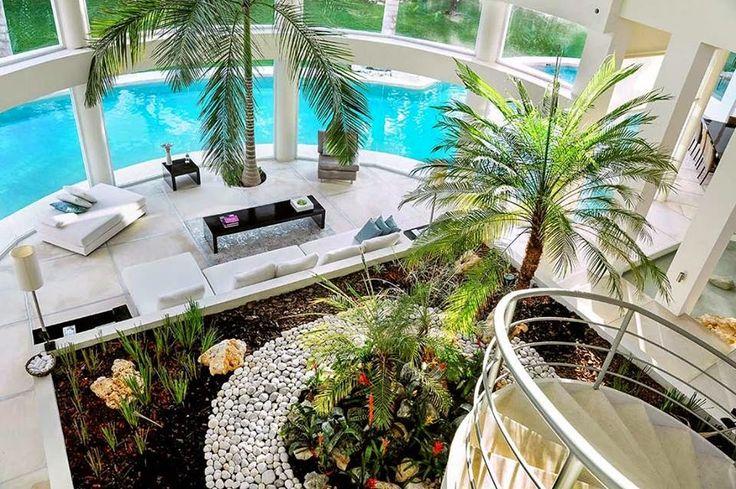 Lindos e modernos     Os jardins dentro de casa estão em alta na decoração! Os mais usados são embaixo das escadas! Porém nem todos ambie...