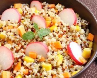 Salade minceur au quinoa et crudités express pour Lunchbox : http://www.fourchette-et-bikini.fr/recettes/recettes-minceur/salade-minceur-au-quinoa-et-crudites-express-pour-lunchbox.html
