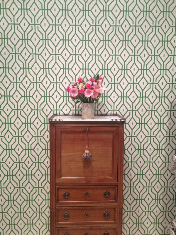 I'm absolutelu in love with this wall paper and have to have it. Porters paints and Anna Spiro via studiohome online.com