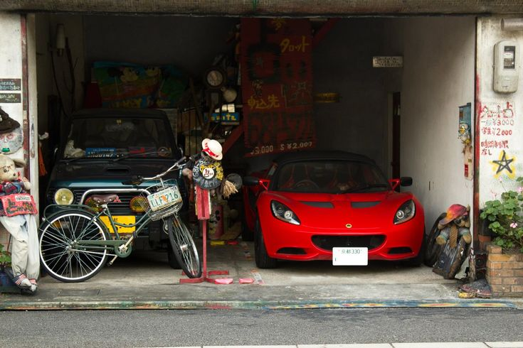 """The Essentials"" - Mitsubishi Pajero Mini & Lotus Elise in a Kyoto Garage [OC] [2048x1365]"