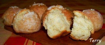 Быстрые творожные булочки (без масла).     250 гр. творога     1 яйцо     1 ст. л. сахара     щепотка соли     0,5 ч. л. соды     250 гр. муки