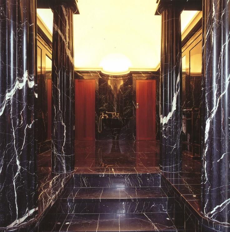 Marble bathroom in villa karma by adolf loos designer for Designburo loos