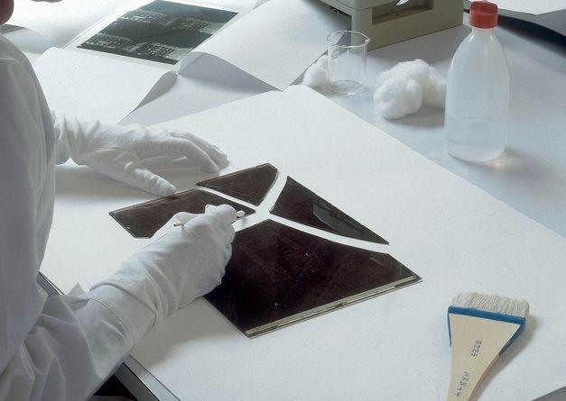 La Fratelli Alinari,  Fondazione per la Storia della Fotografia è lieta di presentare il Corso estivo introduttivo alla Conservazione e Restauro della Fotografia, settembre 2014 http://www.alinari.it/it/news.asp?parid=618