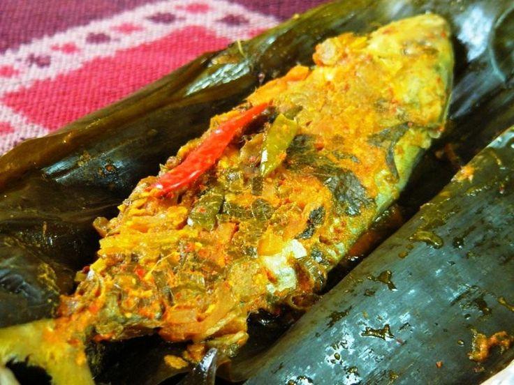 Resep Pepes Ikan Tuna Kemangi Bakar Pedas  http://www.sambarafood.com/2015/11/resep-pepes-ikan-tuna-kemangi-bakar-pedas.html