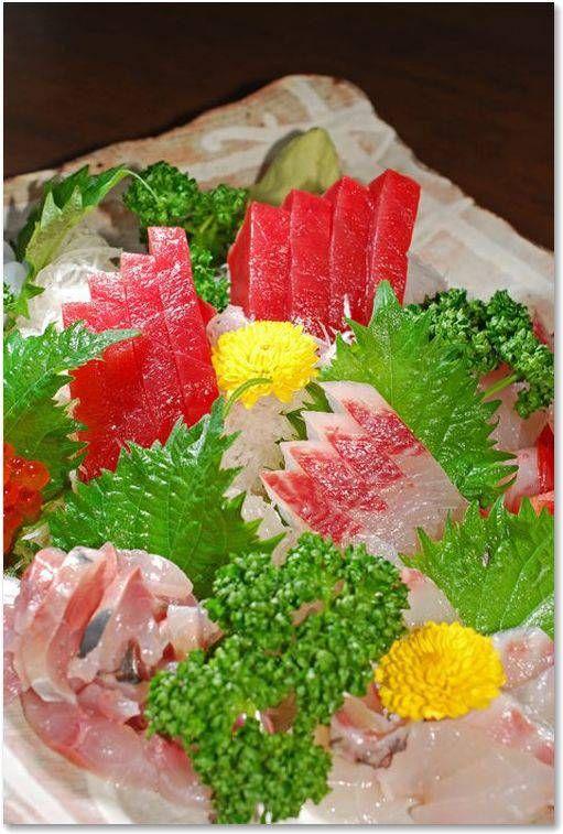 日本料理の美しい盛り付け。その盛り付け方は世界に影響を与えた日本料理独特のものです。現在では世界の料理人が知らず知らずのうちに、その盛り付け方に影響を受けています。【雑記帳】