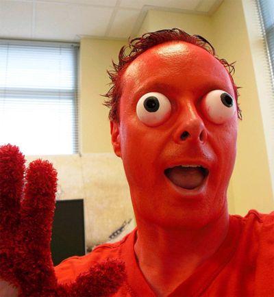 Bug Eyed Elmo Costume is Frightening - Costume Fail