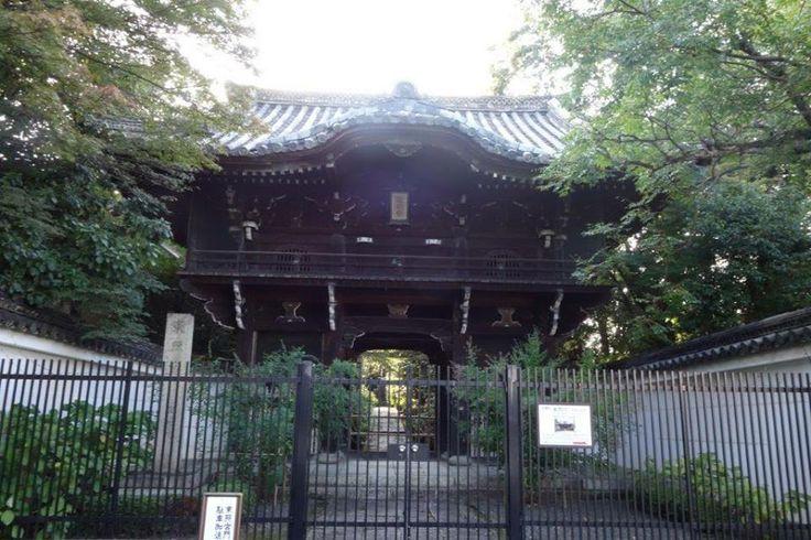 Burası Kyoto'nun en çok sevilen yerlerinden. Kiraz ağacı ve sonbahar yaprakları zamanında Kansai bölgesinde yaşayan Japonlar ve turistler hücum ediyor... Daha fazla bilgi ve fotoğraf için; http://www.geziyorum.net/filozofun-yolunda/