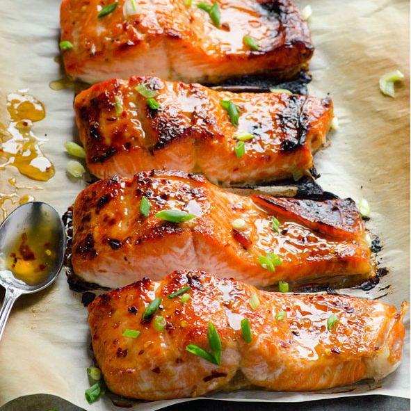 Non solo pancakes: chi ama i secondi di pesce, non può non provare il salmone allo sciroppo d'acero. Leggero e speziato, una ricetta nuova!