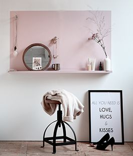 Kaptafel. This is such a great idea, just put up a shelf then paint a block of colour above it!