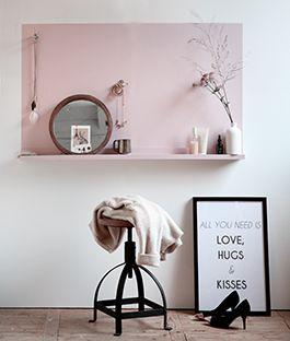 Slaapkameridee van KARWEI! Maak je eigen kapstok om voor te tutten. Past niet alleen in een meidenslaapkamer, maar kan ook prima in de slaapkamer van de vrouw des huizes. Bekijk de eenvoudig klusomschrijving van KARWEI.