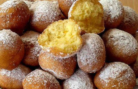 Кастаньоли (Castagnole) - это очень старинный рецепт типичных итальянских сладостей, которые готовятся на праздник, а чаще всего - на карнавал.  Готовят их обычно для детей, но в конечном итоге против этого соблазна не может устоять никто.  Название этих пончиков связано с каштаном, потому чтоэ