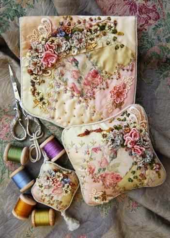 What pretty stitched & hand applied flowers~❥