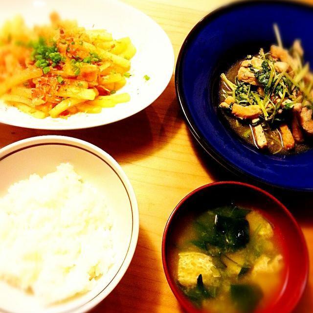 あと市販のキムチでした - 13件のもぐもぐ - 豚ロースと水菜の塩ダレ焼き 大根とベーコンの炒め煮 ほうれん草・油揚げの味噌汁 ごはん by akiko