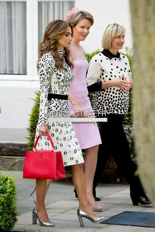 19 May 2016 - Queen Rania and Queen Mathilde in Bruges, Belgium - dress by Louis Vuitton; shoes by Dior; bag by Louis Vuitton