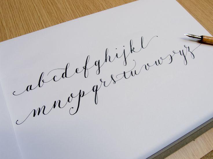 """Un alfabeto """"ligero"""", variación personal de copperplate/caligrafía inglesa *** """"Airy"""" alphabet, personal copperplate variation"""