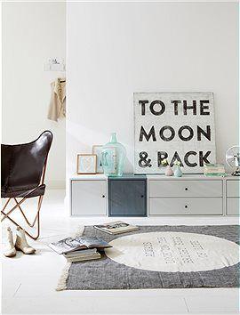 Holzwürfel mit Tür Würfel machen mobil. Diese lassen sich immer wieder neu zusammenstellen und egal ob als Küchen-, Bücher oder Kinderregal ...