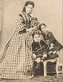 Theodor Herzl - Herzl as a child with his mother Janet and sister Pauline - Wikipedia, the free encyclopedia
