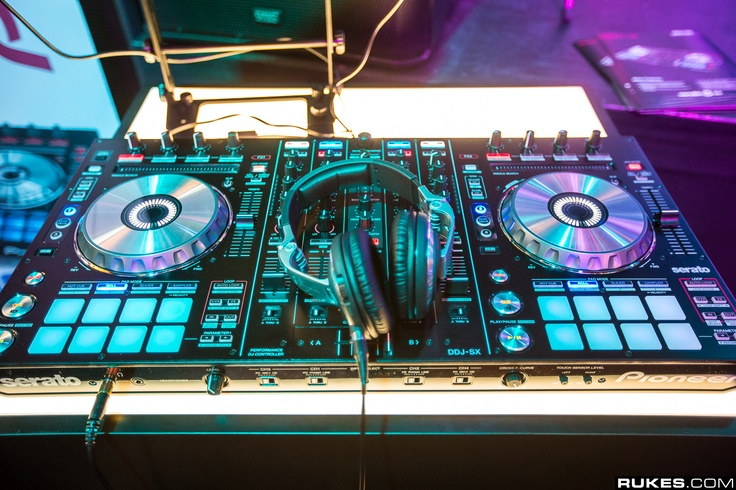 25 best ideas about dj gear on pinterest dj equipment dj setup and music production equipment. Black Bedroom Furniture Sets. Home Design Ideas